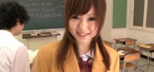 【あいりみく】カワイイ制服JKが、教室で彼氏にフェラ&手コキ&お掃除フェラ