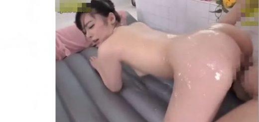 【小倉由菜】マットヘルスでチ○ポガン突きFUCK&ナースコスでM男を罵倒しながら足コキや手コキ