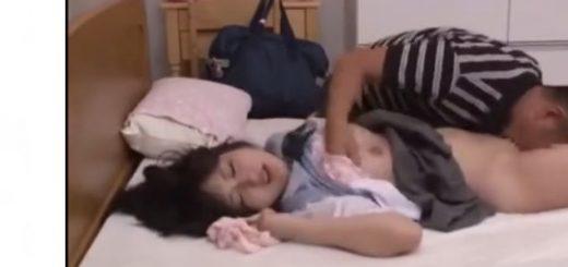 【若月まりあ】制服の美少女JKが義父にレイプされ、徐々に中年のチ○ポに魅了される