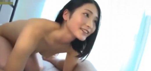 【本庄鈴】控えめな美少女が69で互いの性器を舐め合うデビュー作