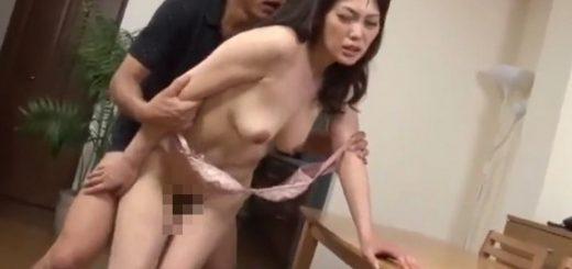 【小沢那美】巨乳の未亡人がセフレとFUCK